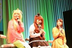 左から鈴木愛奈、大森日雅、小見川千明。