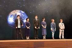 劇場アニメ「名探偵コナン ゼロの執行人(しっこうにん)」の完成披露の様子。左から小山力也、山崎和佳奈、博多大吉、上戸彩、高山みなみ、古谷徹。