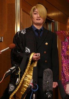 中村隼人扮するサンジ。
