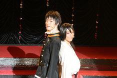 左から末原拓馬演じる山田光路郎、櫻井圭登演じる吉原詩郎。