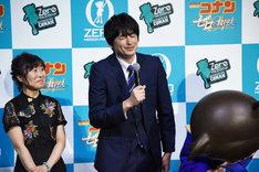 VTRを通じて福山雅治から無茶ぶりを受けた博多大吉(右)。