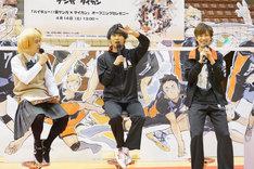 トークショーの様子。左から谷地仁花に扮した「ハイキュー!!」担当編集の池田氏、須賀健太、影山達也。