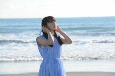 小松菜奈扮する橘あきら。 (c)2018映画「恋は雨上がりのように」製作委員会 (c)2014 眉月じゅん/小学館
