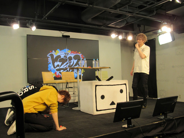 「『Buster Bros!!! VS MAD TRIGGER CREW』発売記念『ヒプノシスマイク-ニコ生Rap Battle-』公開生放送」より、バトルの勝敗が決まった様子。