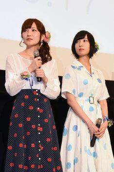 左から山田結衣役の高橋未奈美、加瀬友香役の佐倉綾音。