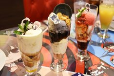 デザートメニュー。左から「明智吾郎パフェ」、「モルガナパフェ」、「雨宮蓮パフェ」。