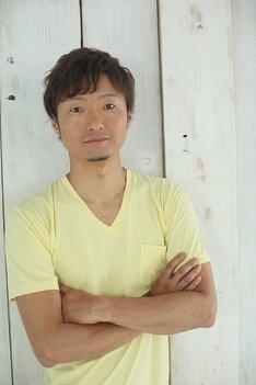 伊部俊一役の川田紳司。