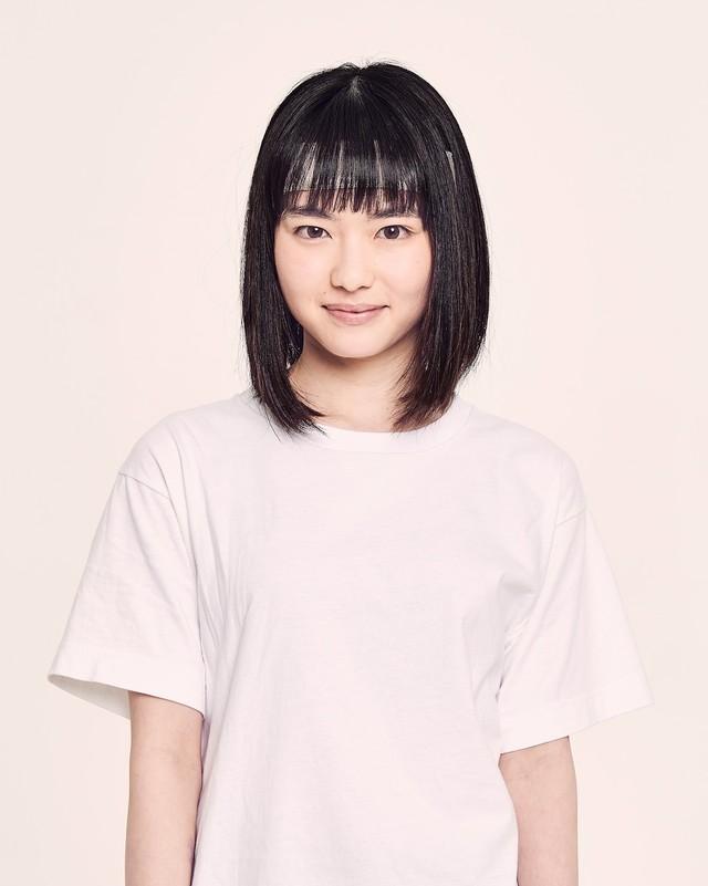 山田杏奈扮する幸。