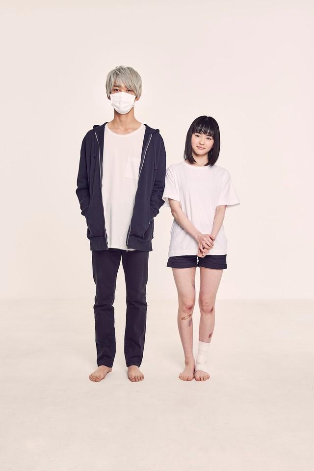 上杉柊平扮するお兄さんと、山田杏奈扮する幸。