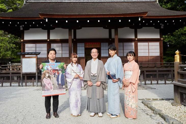 左から双葉社の森田プロデューサー、富田美憂、門川大作京都市長、石川界人、望月麻衣。