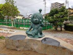 境港駅前公園に新設された鬼太郎と目玉おやじ像。