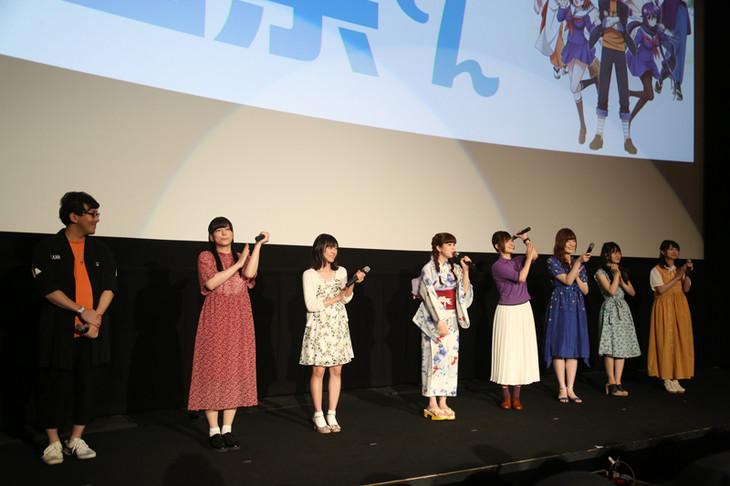 左から小野友樹、島袋美由利、鈴木絵理、春奈るな、高橋李依、加隈亜衣、小倉唯、原田彩楓。