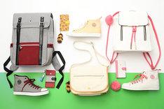 「けものフレンズ」モデルのバッグ、スニーカー、スマートフォンケース。