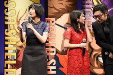 志田未来(中央)への愛を熱弁する佐倉綾音(左)だが、志田本人は生瀬勝久(右)と何かを話し合っていた。