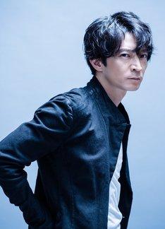 オーバーホール役の津田健次郎。