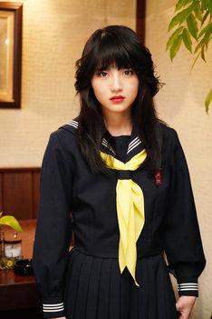 若月佑美(乃木坂46)扮する川崎明美。