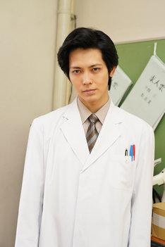 猪塚健太扮する水谷先生。