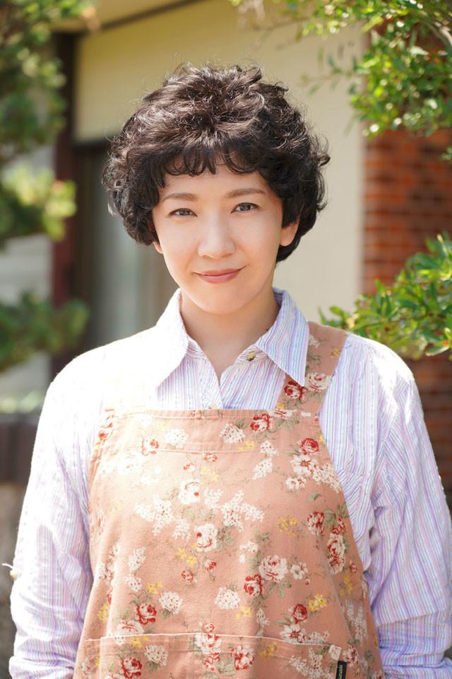 瀬奈じゅん扮する三橋愛美。