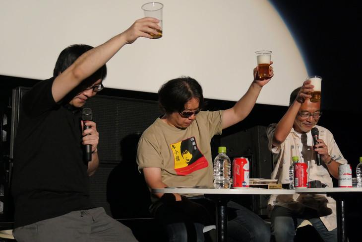 上映イベントの様子。左から司会の佐藤大、渡辺信一郎監督、音楽プロデューサーの佐々木史朗。