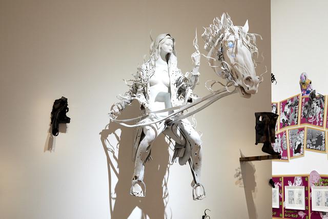「ジョジョの奇妙な冒険」と小谷元彦のコラボ作品「Morph」。(c)荒木飛呂彦&LUCKY LAND COMMUNICATIONS/集英社 (c)Motohiko Odani, Courtesy of YAMAMOTO GENDAI
