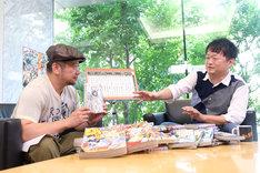 左からケンドーコバヤシ、稲垣理一郎。