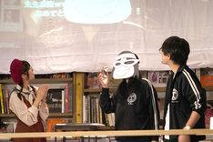左から鹿目凛、かんばまゆこ、「錦田警部はどろぼうがお好き」の担当編集。