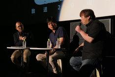左から司会の藤津亮太、プロデューサーの南雅彦、キャラクターデザインの川元利浩。