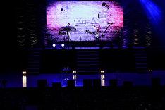 「学園BASARA」ステージの模様。オープニングテーマを担当するEIGHT OF TRIANGLE。(c)CAPCOM/私立BASARA学園