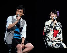「学園BASARA」ステージの模様。左から、前田慶次役の森田成一、雑賀孫市役の大原さやか。(c)CAPCOM/私立BASARA学園