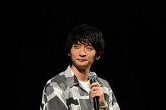 「されど罪人は竜と踊る」ステージの模様。ガユス役の島崎信長。(c)浅井ラボ・小学館/「され竜」製作委員会