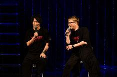 「メガロボクス」ステージの模様。左からジョー役の細谷佳正、勇利役の安元洋貴。(c)高森朝雄・ちばてつや/講談社/メガロボクスプロジェクト
