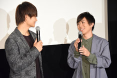 左から映画「3D彼女 リアルガール」筒井光役の佐野勇斗(M!LK)、アニメ「3D彼女 リアルガール」筒井光役の上西哲平。