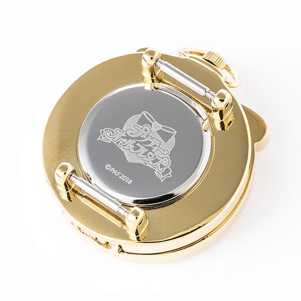 「『プリティーオールフレンズ』コラボレーション腕時計」文字盤の裏面。