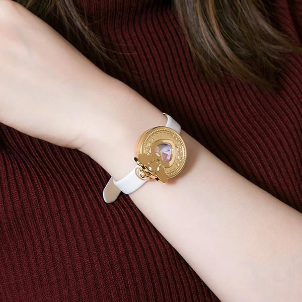 「『プリティーオールフレンズ』コラボレーション腕時計」の着用イメージ。