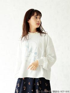 「さくらの横顔 バックリボン ビッグプルオーバー ホワイト」着用イメージ。