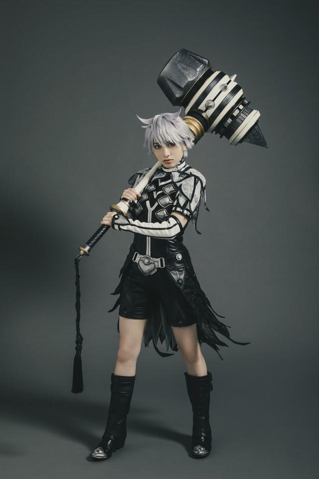 「リエゾン・ディアーヴォロ」のキャラクター・リューハのコスプレをする、主人公・林田紬。
