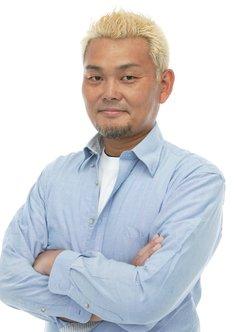 仲町信夫役の江川央生。