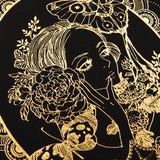 「安野モヨコのぬり絵」ケースの箔押しイラスト。