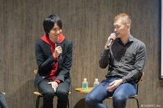 左から遠野涼太役の坂泰斗、サウザンドスクリプトの宮沢龍生。