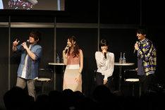 「電撃文庫25周年記念 秋の電撃祭」ステージの様子。左から松岡禎丞、戸松遥、茅野愛衣、島崎信長。