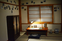 「藤子不二雄(A)展 -(A)の変コレクション-」より、トキワ荘を再現したコーナー。