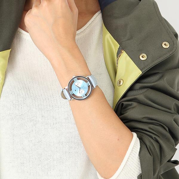 工藤新一モデルの腕時計使用例。