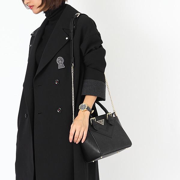 赤井秀一モデルのバッグ使用例。