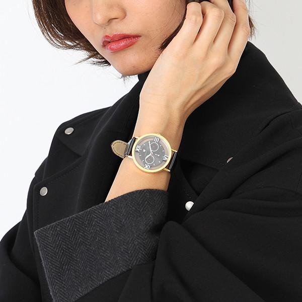 赤井秀一モデルの腕時計使用例。