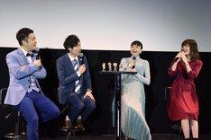 左から和牛の水田信二、川西賢志郎、松井愛莉、鈴代紗弓。(c)荒野のコトブキ飛行隊製作委員会