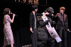 ゴジラをかわいがる櫻井孝宏、宮野真守。