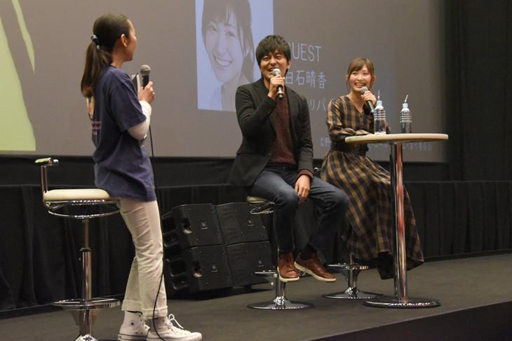 「ゴールデンカムイ」のセレクション上映会とトークイベントに参加した小林親弘(中央)、白石晴香(右)。