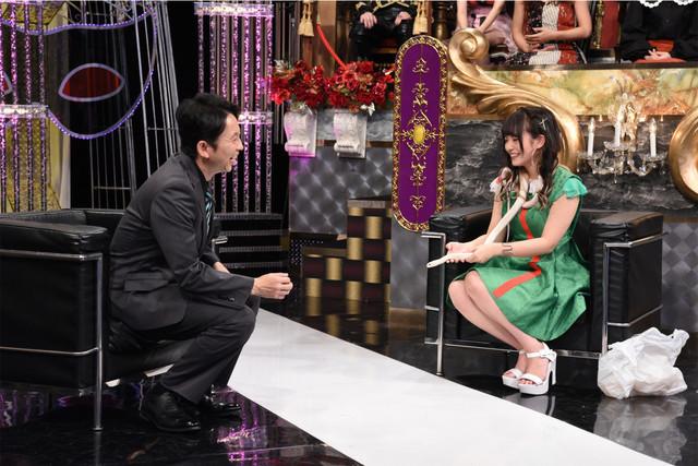 左から有吉弘行、水無瀬ゆき。(c)日本テレビ