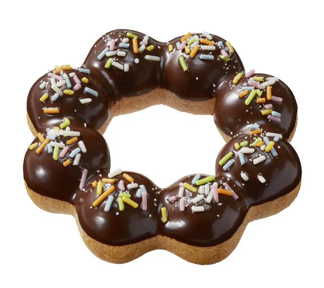 11月9日から12月25日まで展開されるクリスマス期間限定のドーナツ「ポン・デ・リース チョコレートスノー」。「ミスド ポケモン ドーナツ」の「お持ち帰りで会おう!セット」でも選ぶことができる。