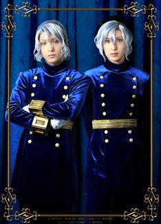 左から橋本祥平扮するイヴァン、阪本奨悟扮するユージン。